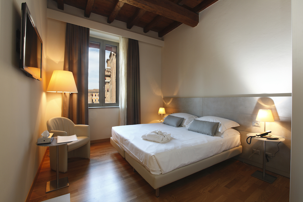 Comfortable and recently renovated: rooms with a view in Ferrara